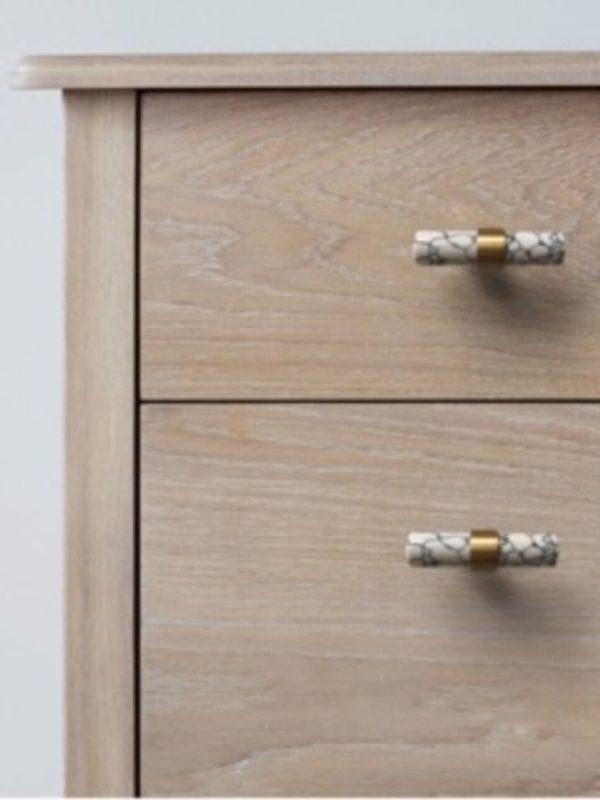 mønstret marmor t-bar på skuff