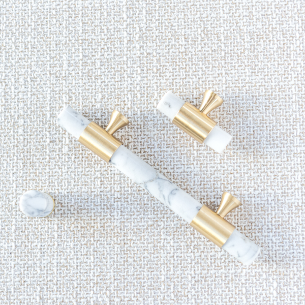 marmor håndtak hvit med børstet messing